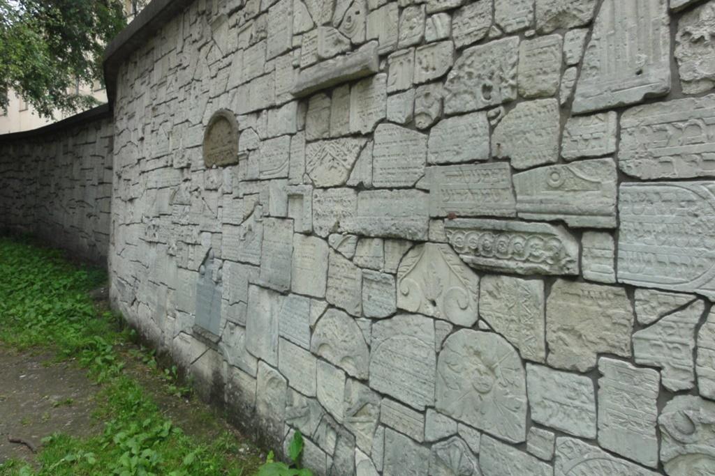 Krakau Kazimierz Klagemauer an der Remuh-Synagoge.