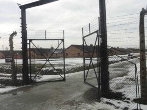 Auschwitz-Birkenau Eingang zum Frauenlager