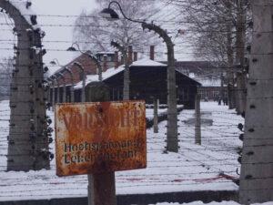 Auschwitz-Stammlager-Stacheldrahtumzäunung