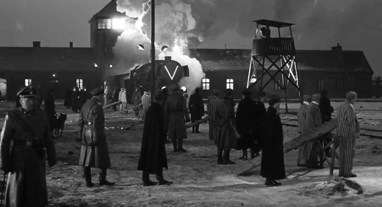 Schindlers Liste Filmszene Auschwitz-Birkenau Haupttor